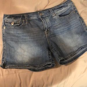Cute and comfy jean shorts